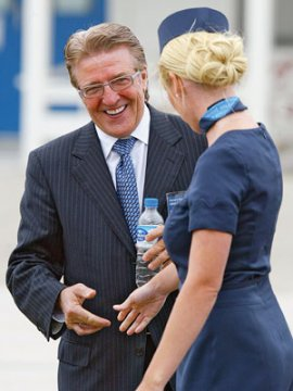 Porter Airlines President and CEO Robert Deluce and a member of the flight crew (Photo: Adrian Wyld/CP)